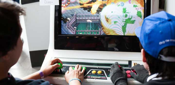 Mesin game arcade di Retro Zone DreamHack