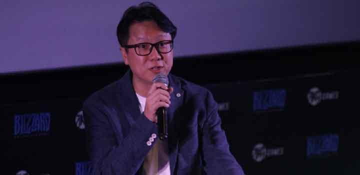 Adrian Lim, Director AKG Games sedang menjelaskan Game Blizzard yang banyak diminati oleh gamers di Indonesia.