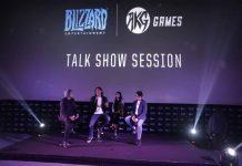 Kiri-kanan: MC, Paul Chen (Managing Director Blizzard Entertainment Taiwan/Hong Kong/South East Asia), penerjemah dan Adrian Lim, Director AKG Games sedang berdiskusi mengenai perkembangan esports di dunia dan rencana yang disiapkan untuk esports di Indonesia melalui kerja sama antara Blizzard Entertainment dan AKG Games.